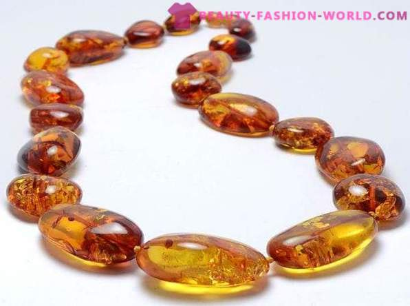 How to choose a necklace of amber?