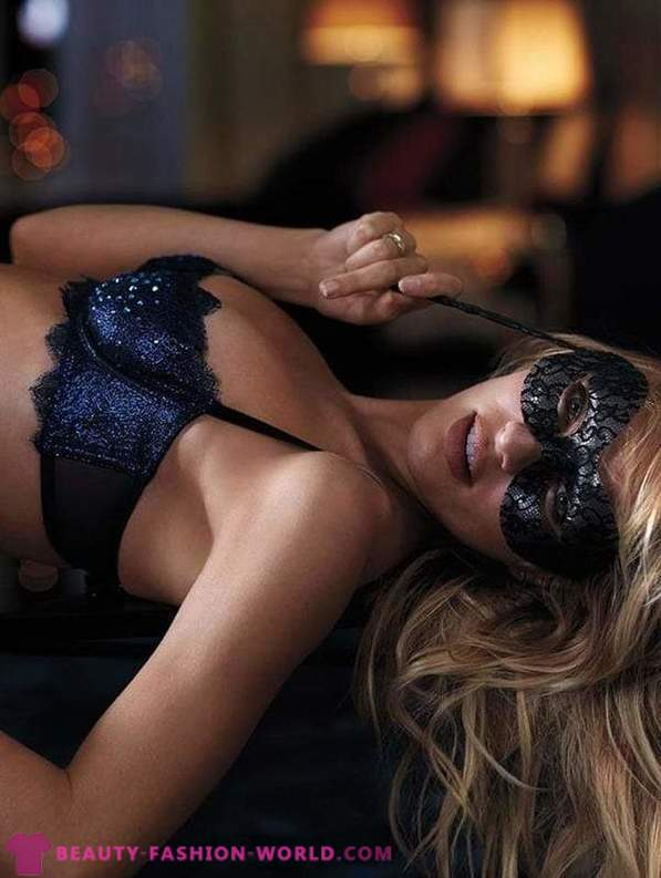 Candice Swanepoel in a lingerie catalog of Victoria's Secret