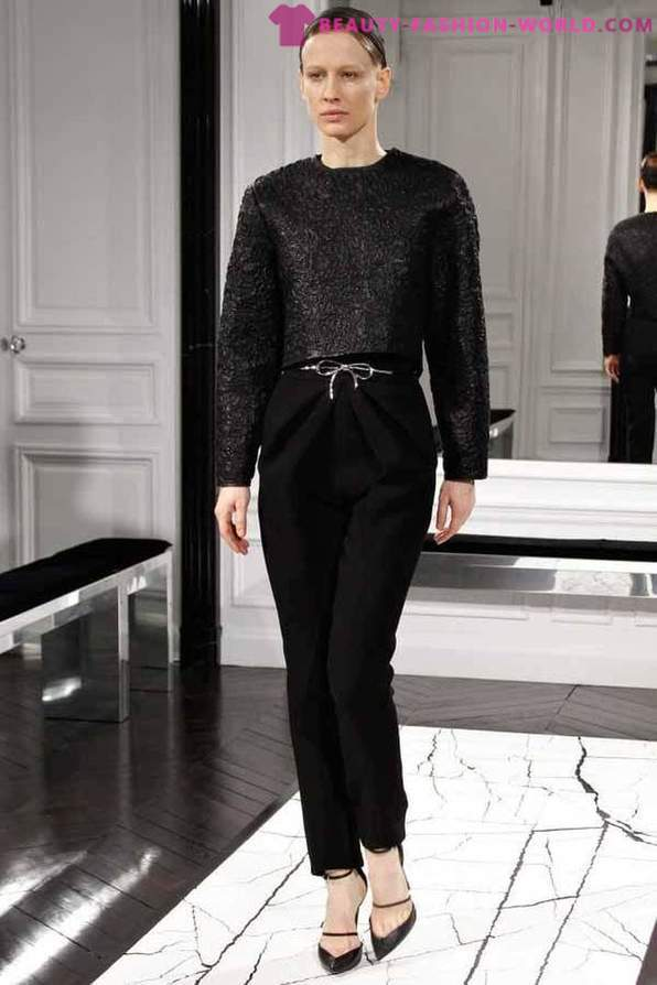 The new collection of women's clothing from the Balenciaga Fall-Winter 2013-2014