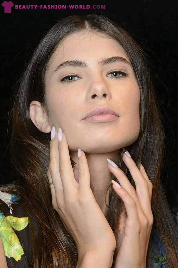 Trends in manicure 2014 with backstage catwalk