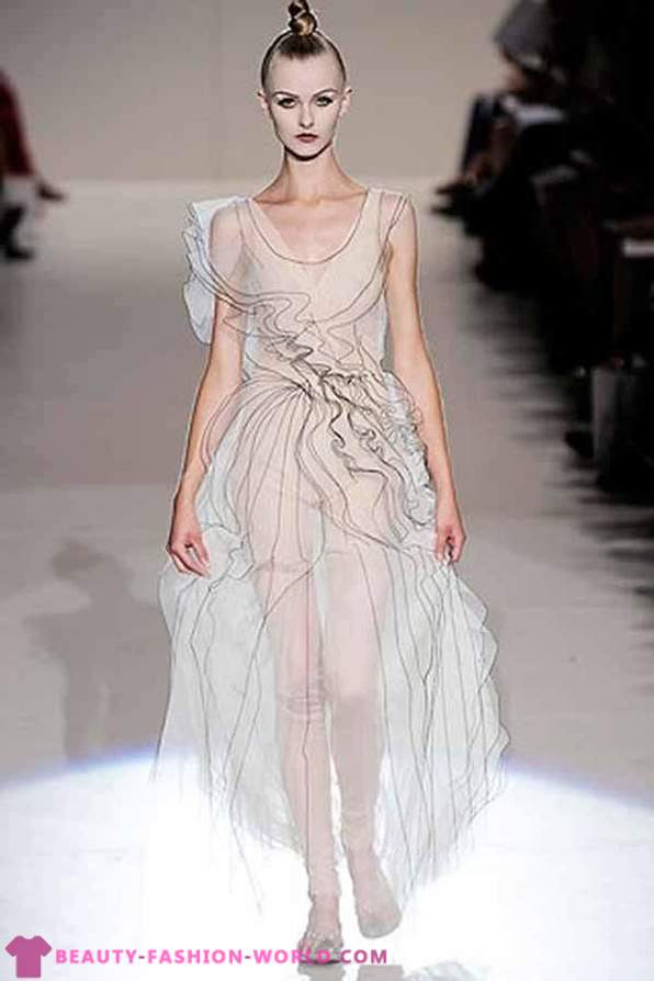 Transparent evening dresses - the trend from the catwalks