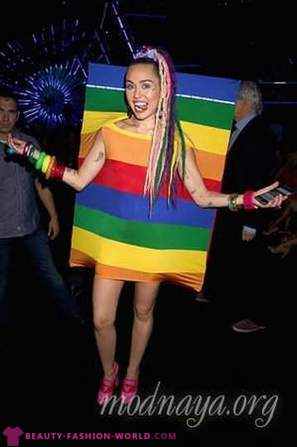 Top 11 strange images of Miley Cyrus