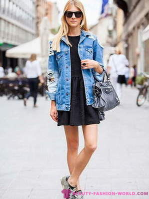 Is it possible to combine the dress with a denim jacket