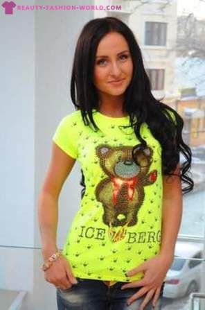 Bright T-shirt (photo)